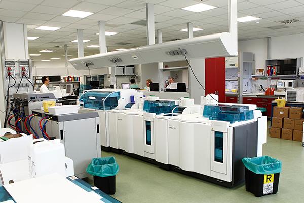 Fornitura attrezzature da laboratorio e arredi tecnici per for Arredi da laboratorio